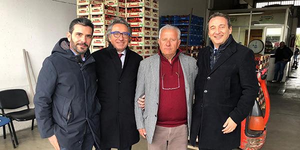 Nella foto Vincenzo Celeste (Associazione Grossisti Vittoria), Valentino Di Pisa, Giorgio Puccia (Presidente Grossisti Vittoria), Francesco Cera