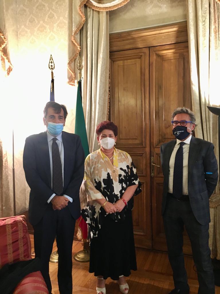 Nella foto da destra il Presidente Valentino Di Pisa, l'on. Ministra Teresa Bellanova ed il Presidente Fabio Massimo Pallottini